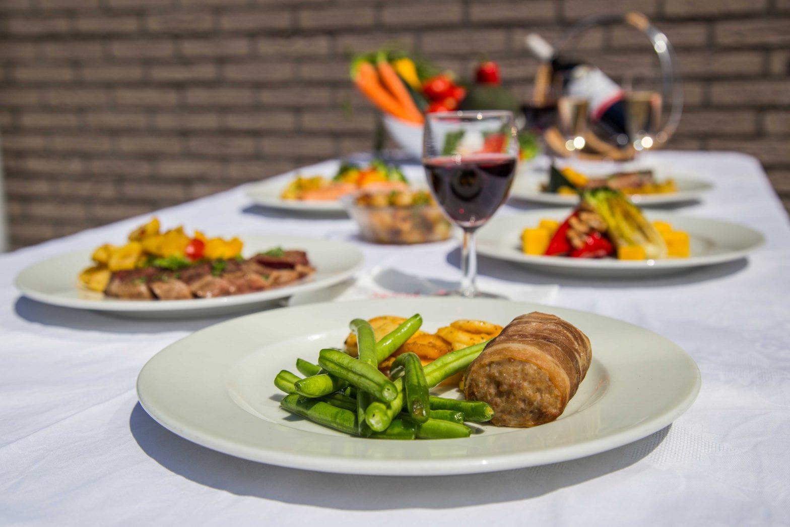 Warme maaltijden op tafel 06